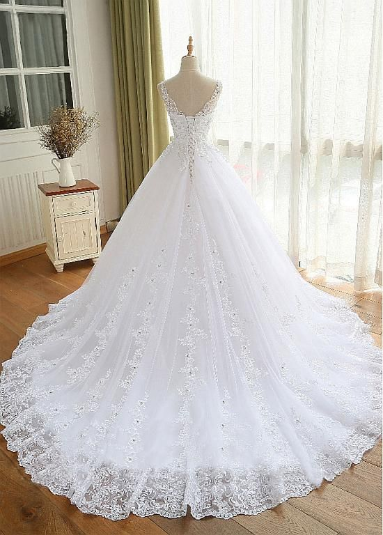 [208.80] Luxury Tulle V-neck Neckline Ball Gown Wedding Dresses With Beaded Lace Appliques - lilybridalshop.com