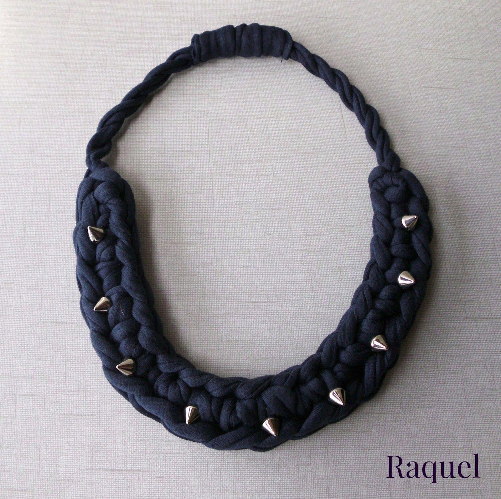 COLLARES DE TRAPILLO/t-shirt yarn necklace Modelo tachuelas ...