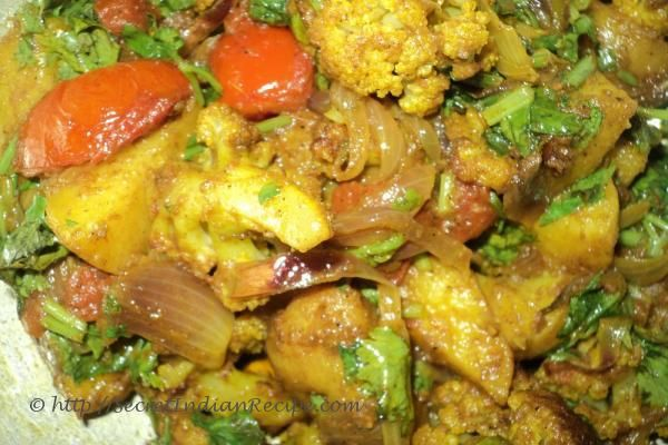 Aloo gobi potato and cauliflower curry http how to make aloo gobi potato and cauliflower curry recipes from india home cooking indianfood indian cuisine food recipes forumfinder Images