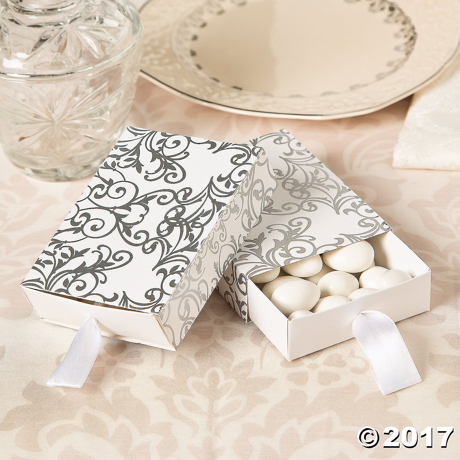 Fill these elegant wedding favor boxes with mints, candy and more ...