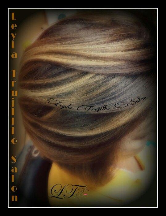Leyla Trujillo Salon  Caramelo de chocolate destaca luz rubio marrón luces bajas destacaron el color del cabello