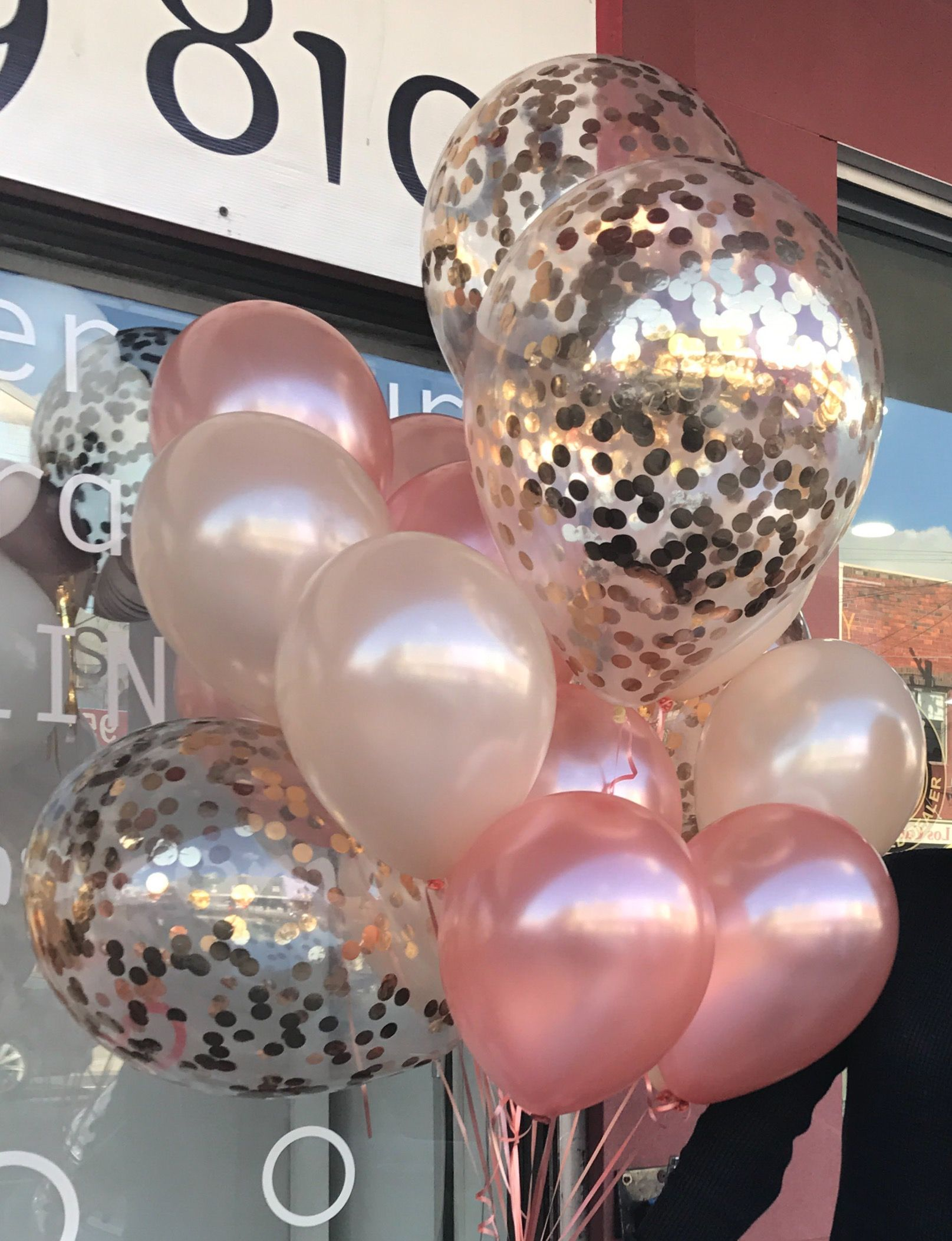Rosegold 11 28cm balloons paired with