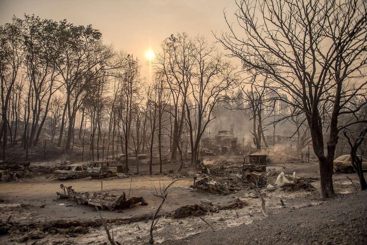 Carr fire kills two firefighters near redding destroys