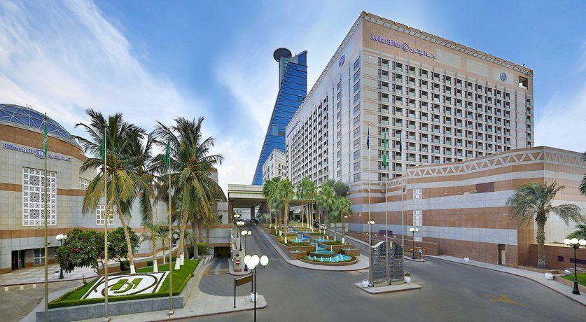 حجز في فندق هيلتون جدة يقع فندق هيلتون جدة بالقرب من المناطق المشهورة سياحيا في مدينة جد ة ويوفر نحو كورنيش جدة شمال شارع الكورنيش الشاطئ Jeddah Hotel Hilton