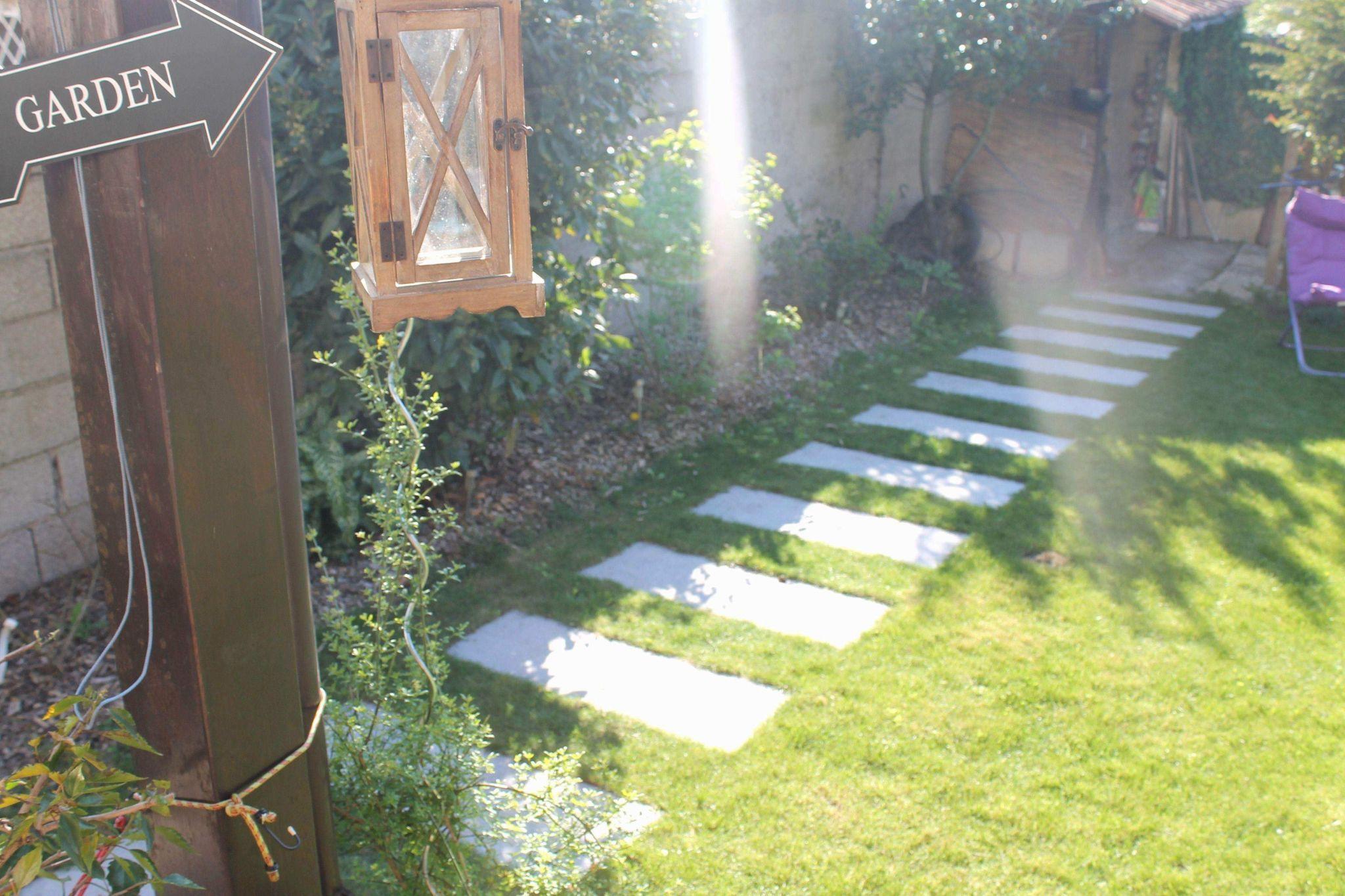 Parterre De Jardin In 2020 Garden Road Alley