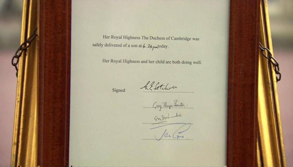 PICTURE: Official announcement of #RoyalBaby boy's birth displayed outside Buckingham Palace.