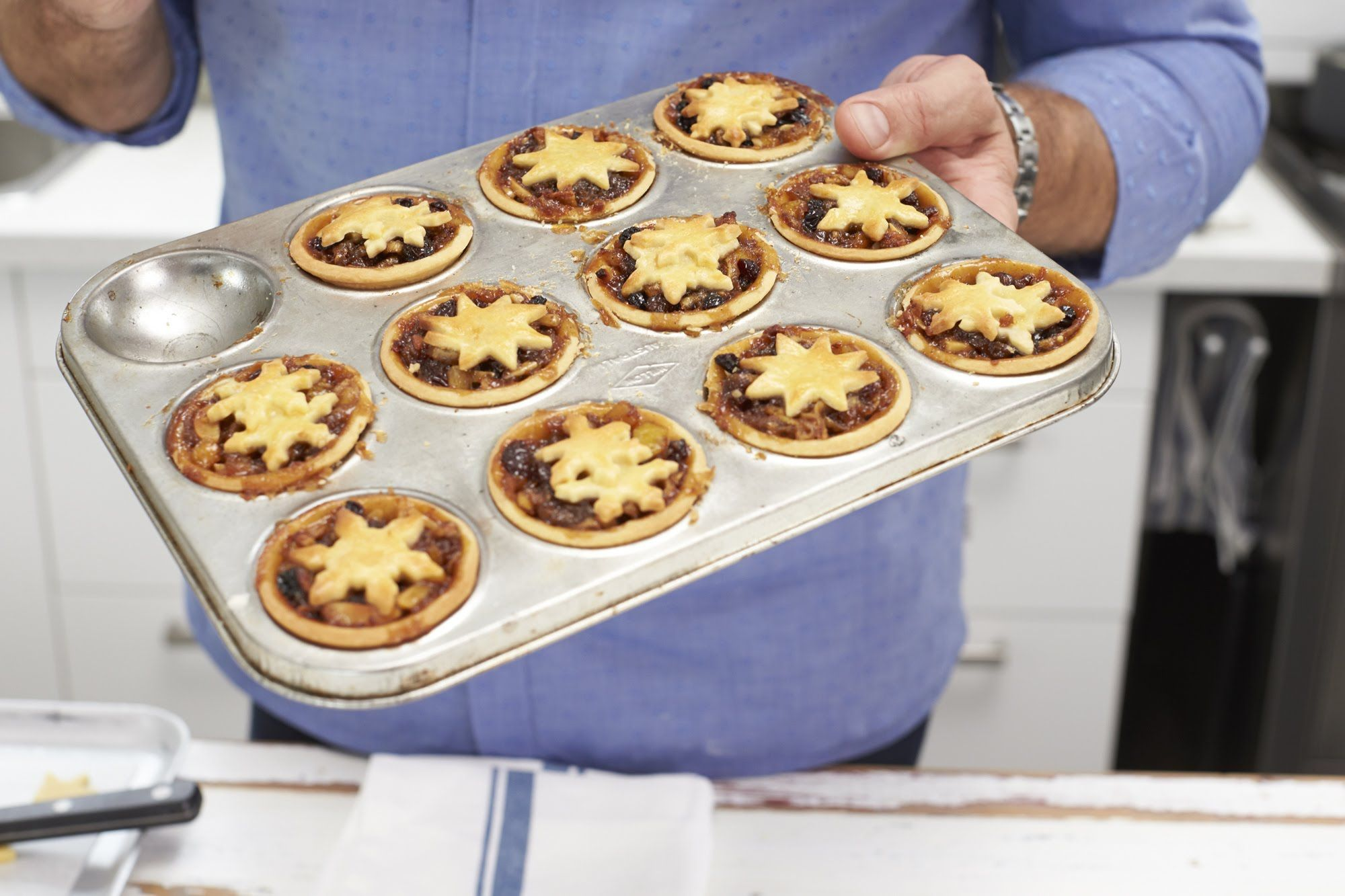 How To Make Fruit Mince Pies With Curtis Stone Coles Mince Pies Fruit Mince Pies Mince Tarts Recipe