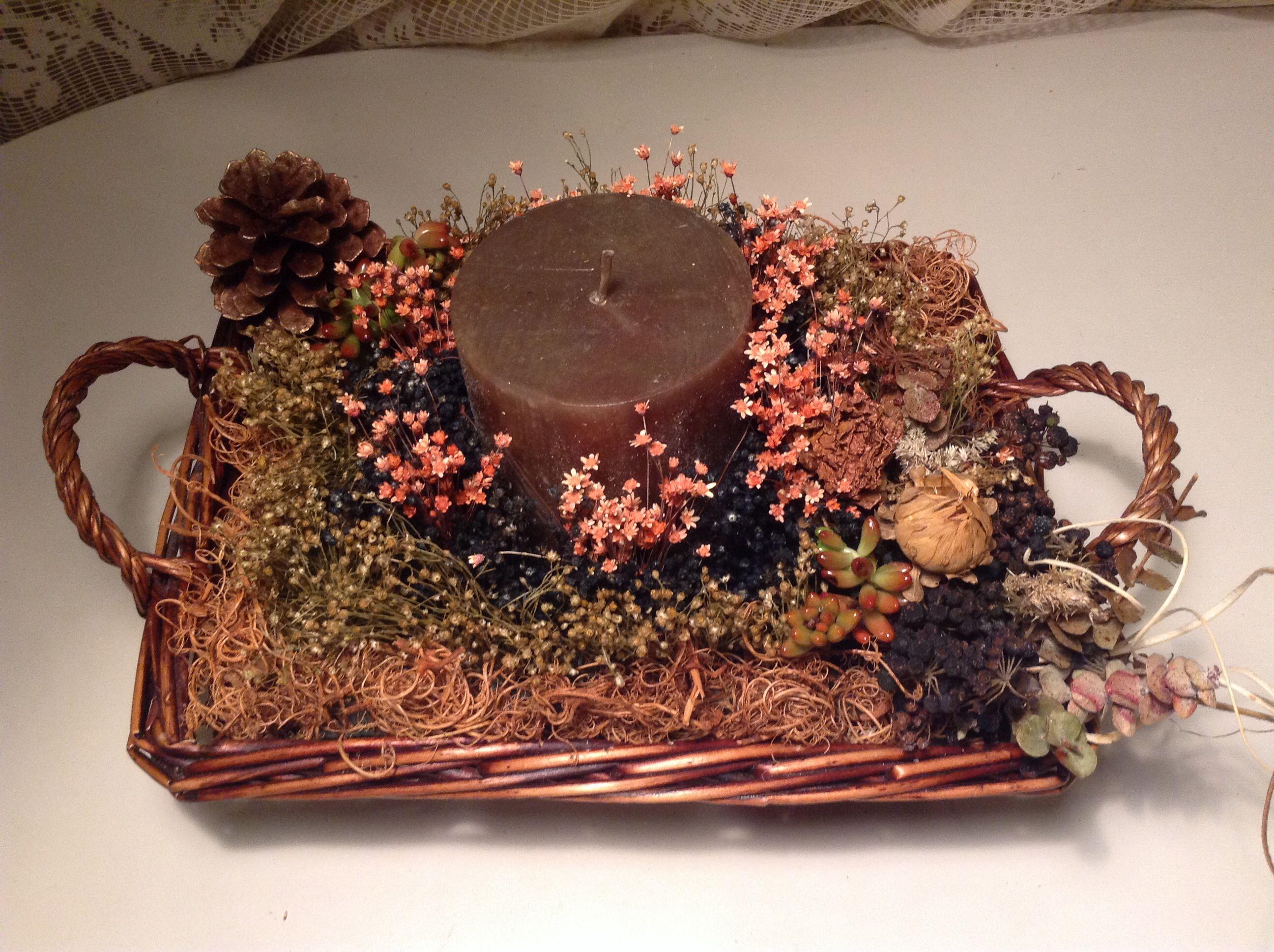 Centro con vela en cesta de mimbre centros de mesa de - Arreglos florales con flores secas ...