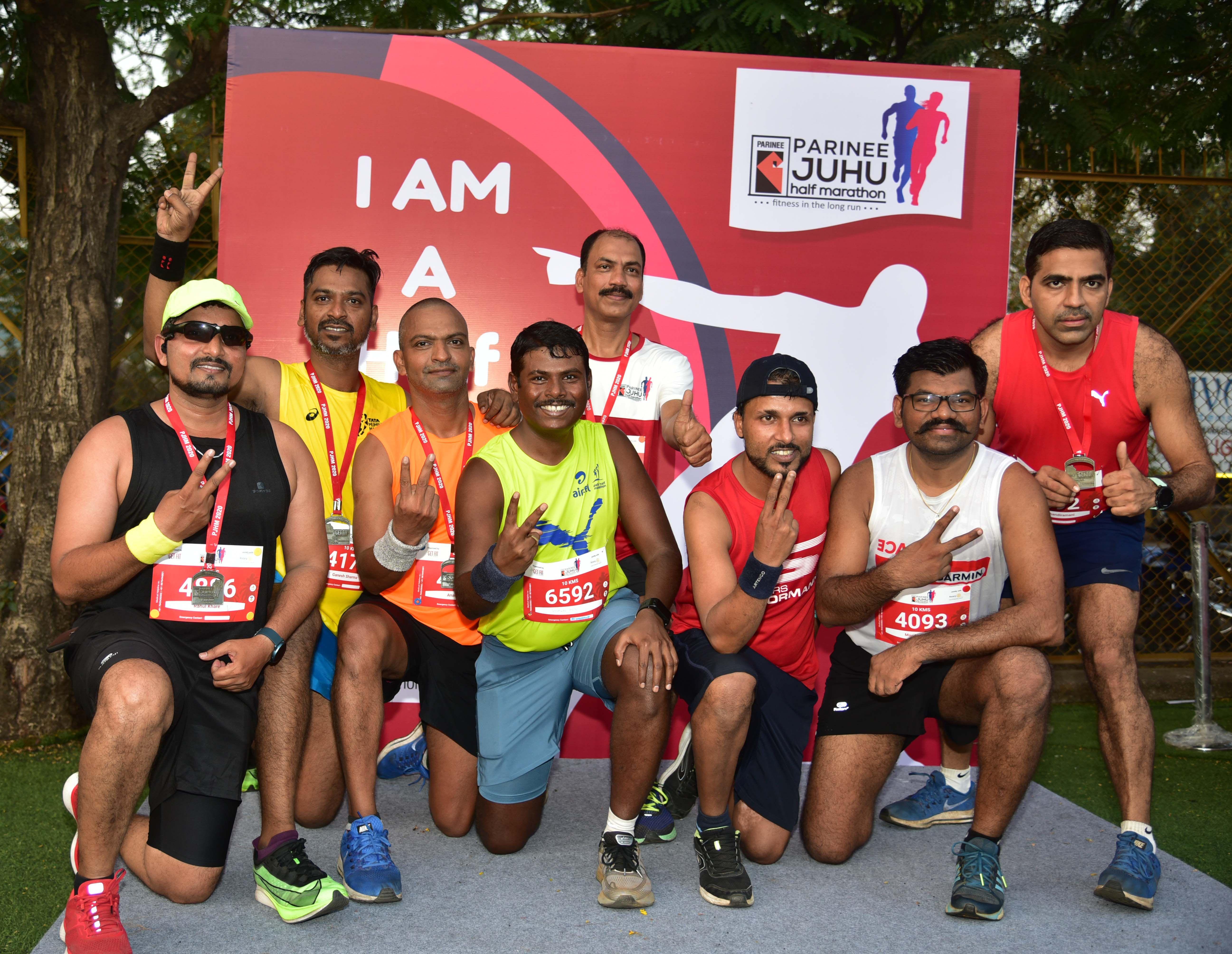 Photo of Vishwas Mote, Asst commissioner, K (W) Ward, MCGM and Team at The Parinee Juhu Half Marathon 2020