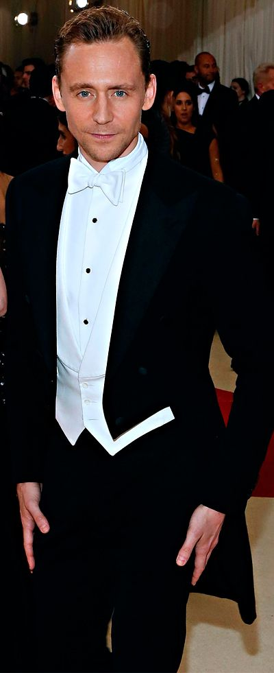Tom Hiddleston attends the Manus x Machina-Fashion In An Age Of Technology Costume Institute Gala at Metropolitan Museum of Art on May 2, 2016 in NYC. Full size image: http://www.tomhiddleston.us/gallery/albums/2016/events/metgalaarrivals/058.jpg Source: http://www.tomhiddleston.us/gallery/displayimage.php?album=722&pid=33064#top_display_media