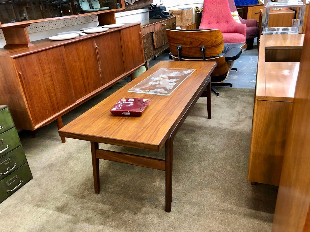 Danish Modern Teak Coffee Table 59 Long 680 Mid Century Dallas Booth 766 Lula B S 1010 N Riverfront Mid Century Furniture Century Furniture Home Decor