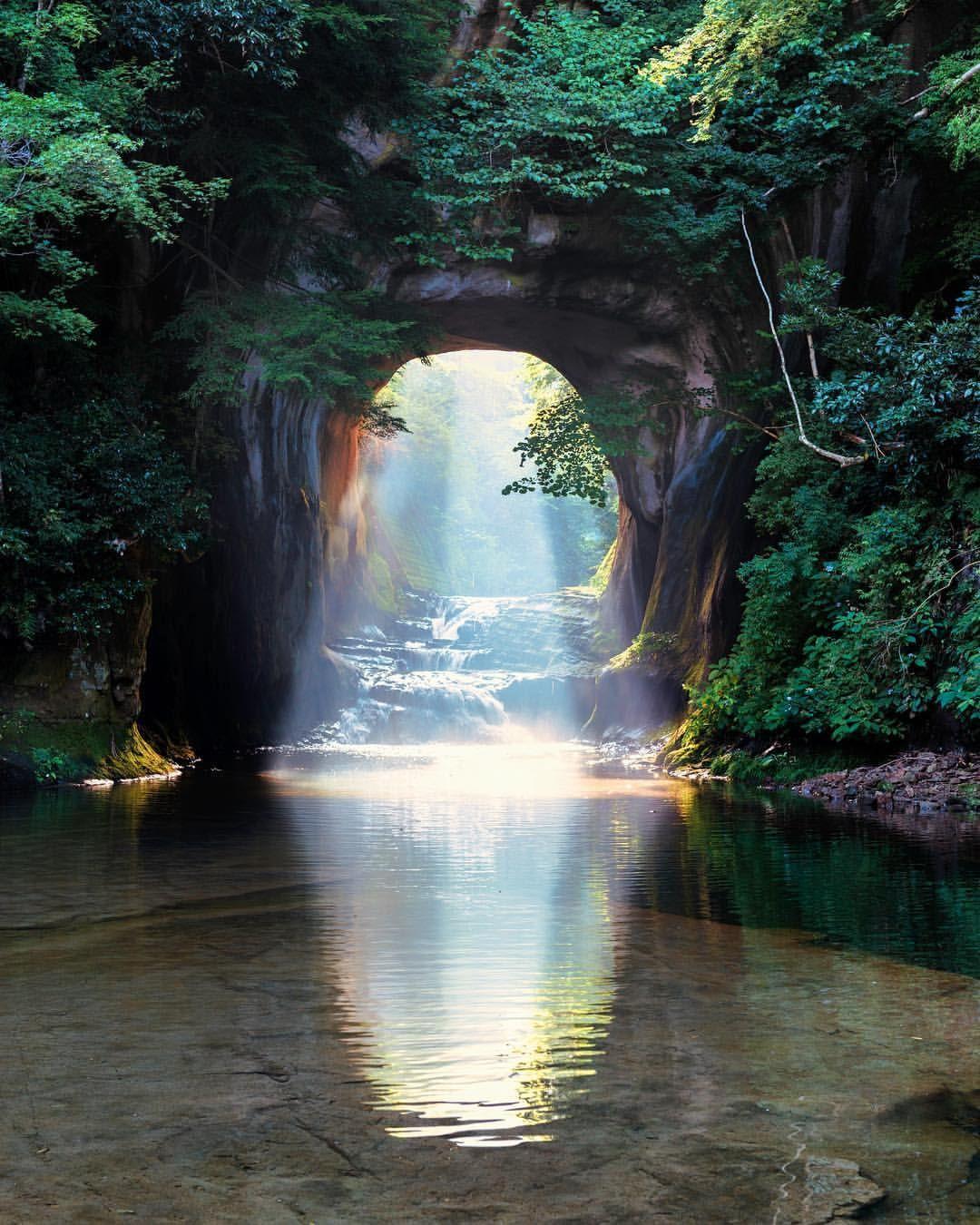 Do you like this little cave? . . ハートの光ももちろん好きですが実はこの光の差し方 ...