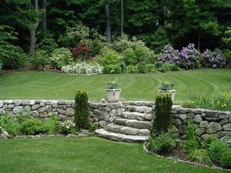 garten landhausstil st tzmauer steine treppen koniferen zuk nftige projekte escaleras jard n. Black Bedroom Furniture Sets. Home Design Ideas