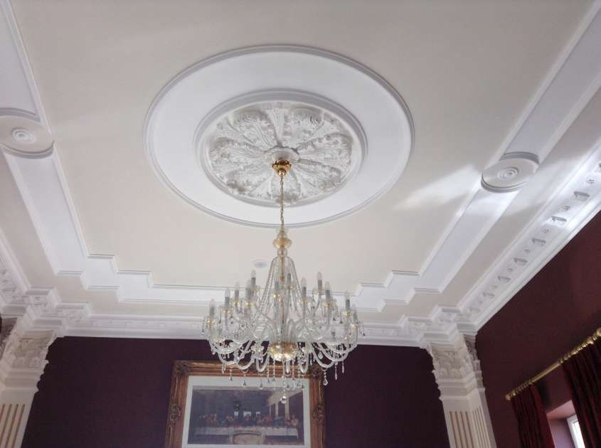 Decorare casa con gli stucchi in gesso stucco decorativo for Decorazioni per pareti soggiorno