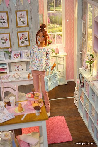Turquoise Barbie House: Barbie - She Has It All!