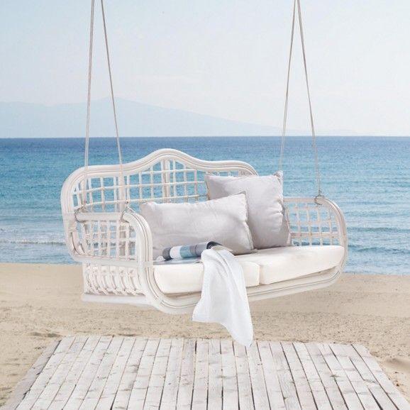 attraktiver h ngesessel aus rattan in wei entspannung mit stil ab in den garten. Black Bedroom Furniture Sets. Home Design Ideas