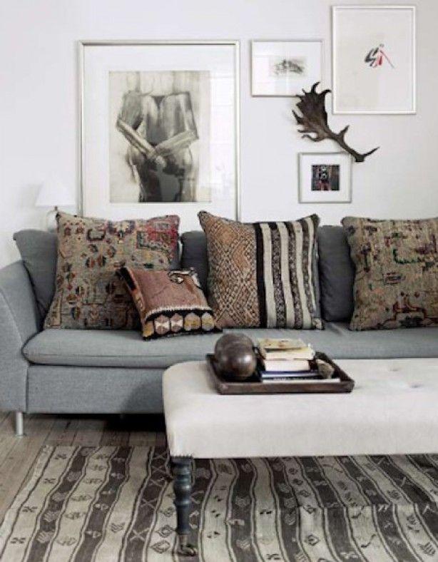 Cozy grijze bank met vintage kelim kussens in huis pinterest grijze bank bank en kussens - Eigentijdse woonkamer decoratie ...
