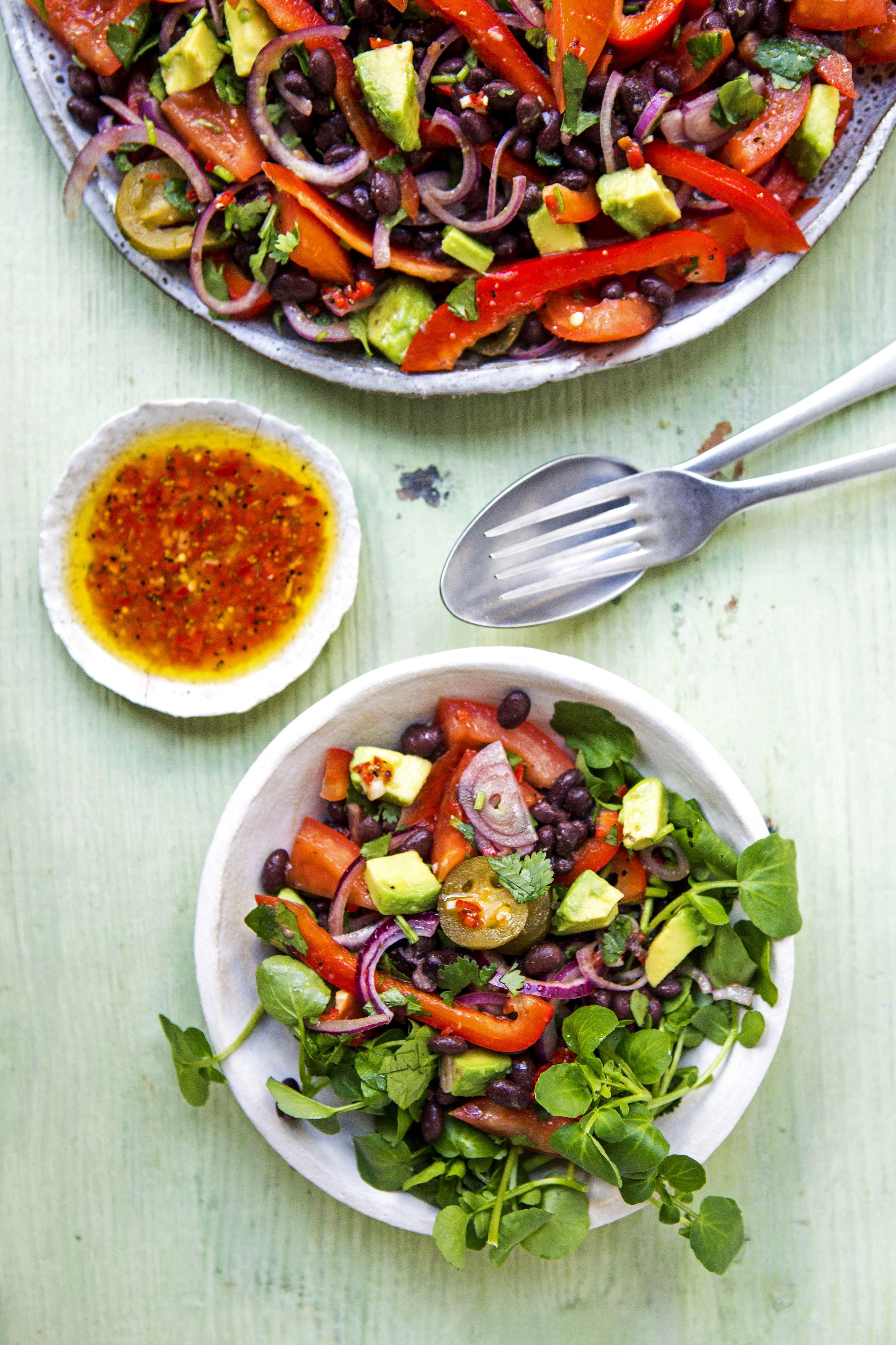 mit schwarzen Bohnen und Avocado Salat mit schwarzen Bohnen und Avocado,Salat mit schwarzen Bohnen