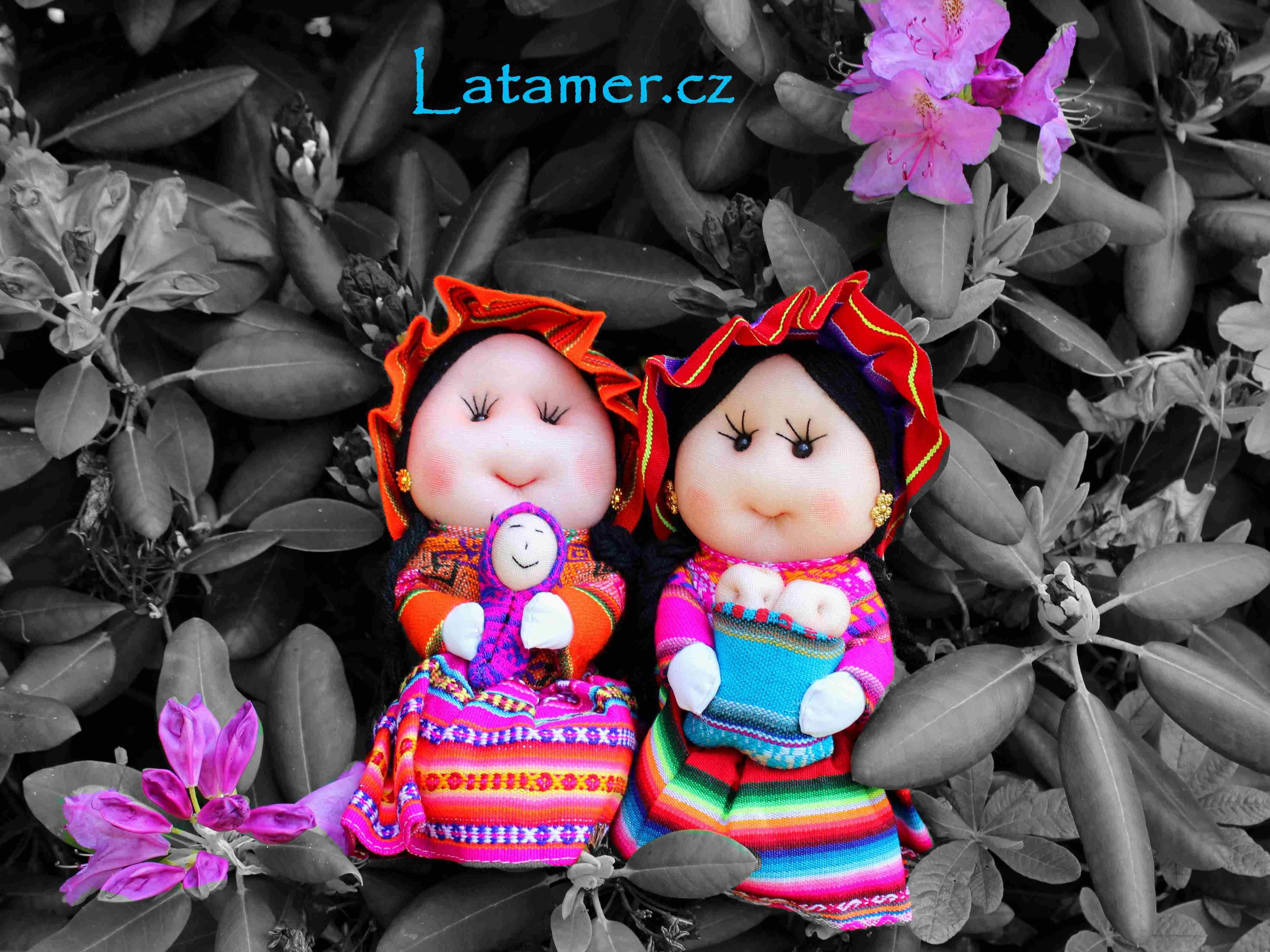Peruvian dolls in colourful aguayo