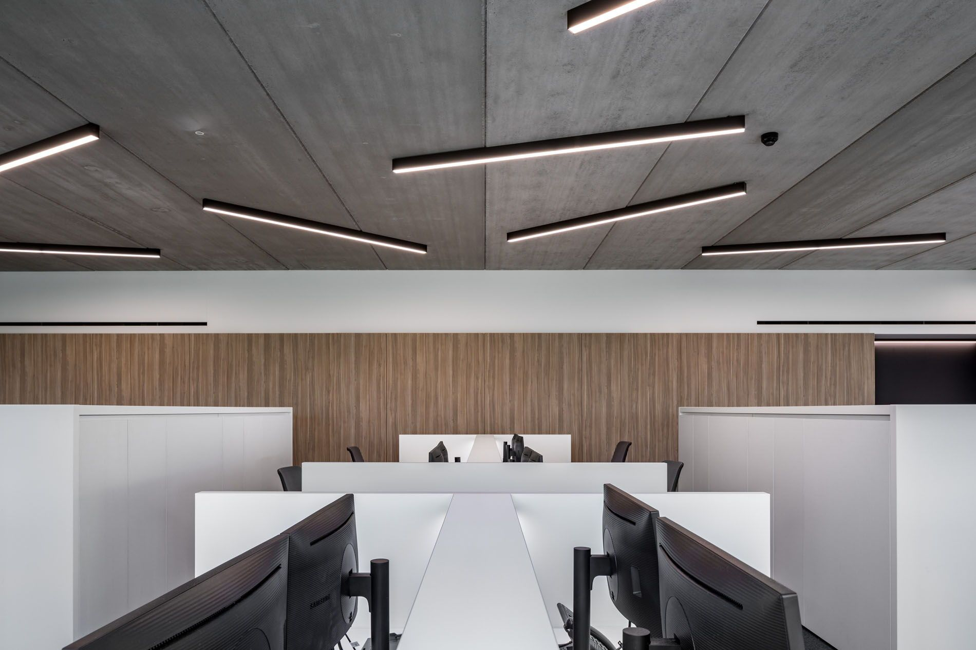 Zoutman Roeselare Need Some Inspiration For Ceiling Lights Looking For Some New Idea Office Lighting Design Track Lighting Bedroom Flexible Track Lighting