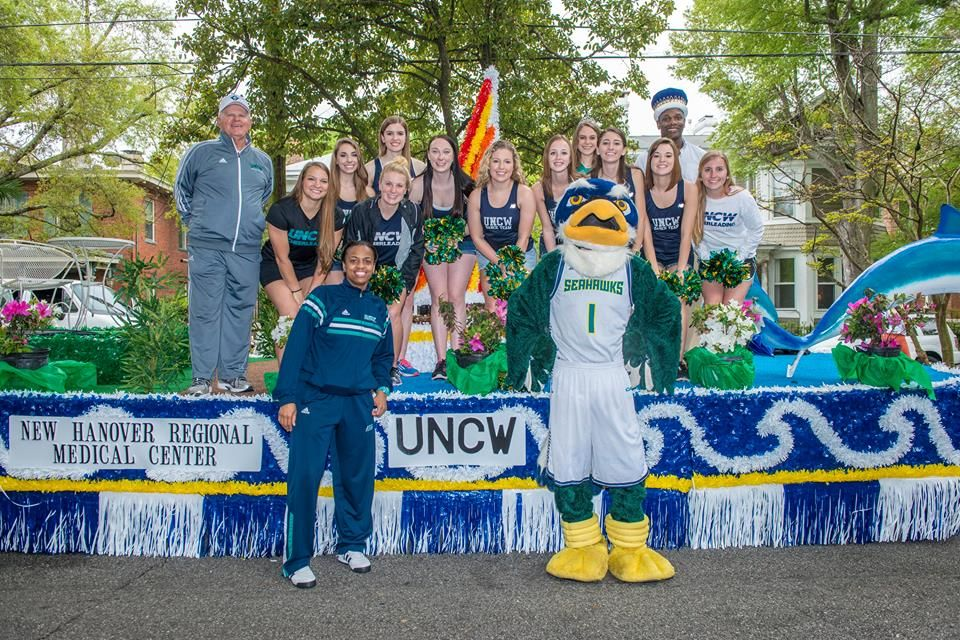 Rain Didn T Dampen The Spirits Of The Seahawks Especially Wbb Hc Adell Harris And Longtime Supporter Larry Honeycutt Durin Azalea Festival Parades Wilmington