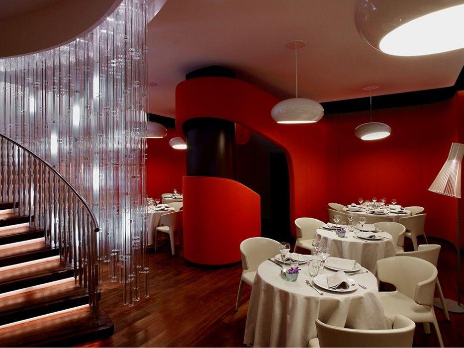 Un restaurant coloré de rouge par l\'agence Jouin Manku ...