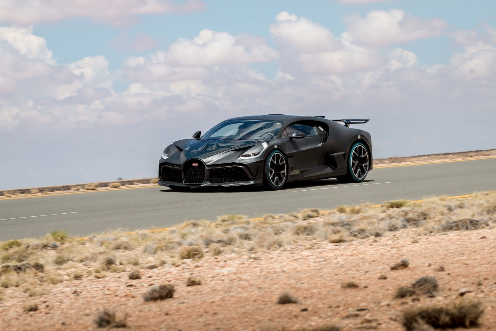 The 5 5m Bugatti Divo Hypercar Is Finally Ready To Show What It Can Do In 2020 Bugatti Fast Sports Cars Classy Cars