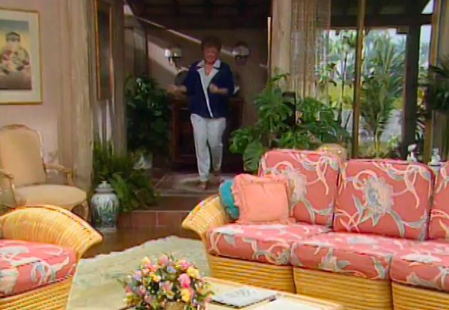 Golden Girls Couch. S1E14