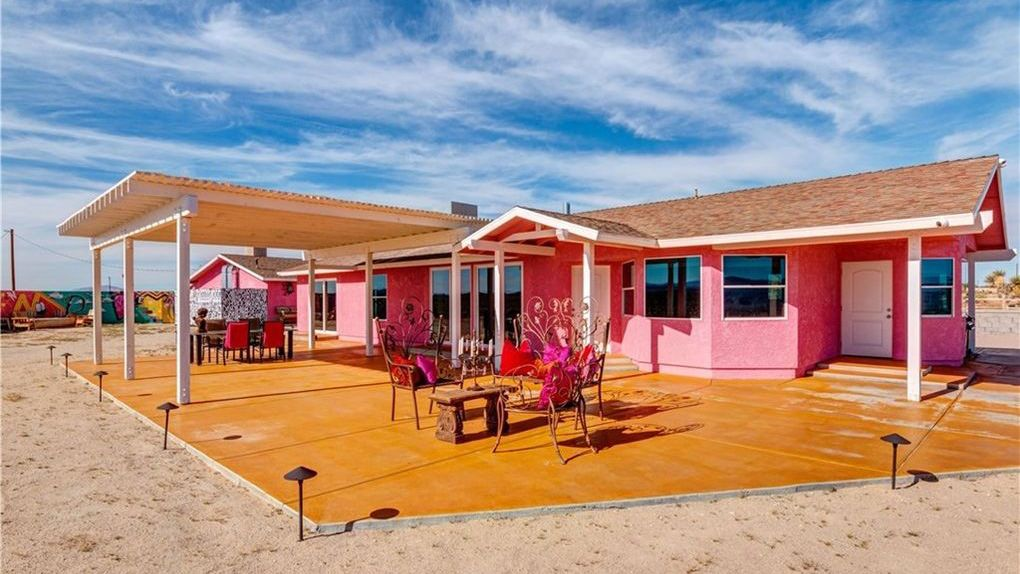 DIY Desert Sessions? Rockin' Pink Satellite Studio for