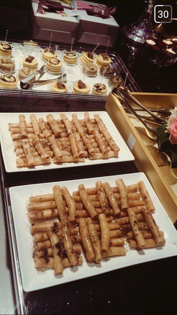 قهوة وحلى النسائي Cafe Et Dessert Desserts Food Breakfast
