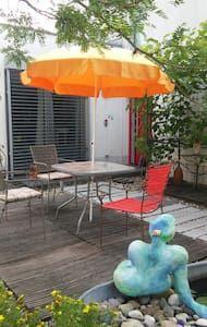 Schau Dir dieses großartige Inserat bei Airbnb an: Glück im Grünen - Häuser zur Miete in Aichach