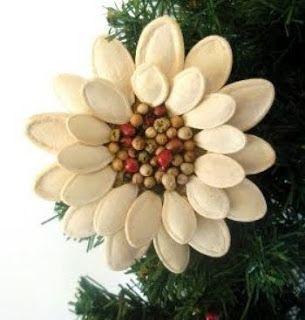 Haz hermosos adornos navideños con semillas de calabaza ~ Mimundomanual