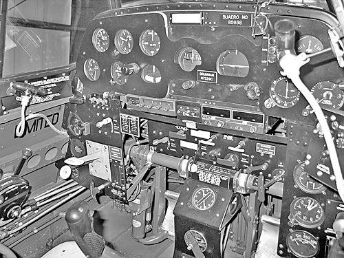 avenger-cockpit.jpg 500×375 pikseli