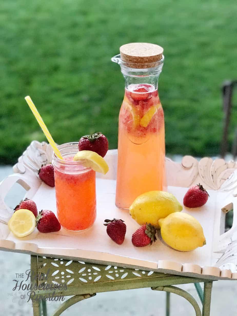Homemade Strawberry Lemonade Recipe - Housewives of Riverton