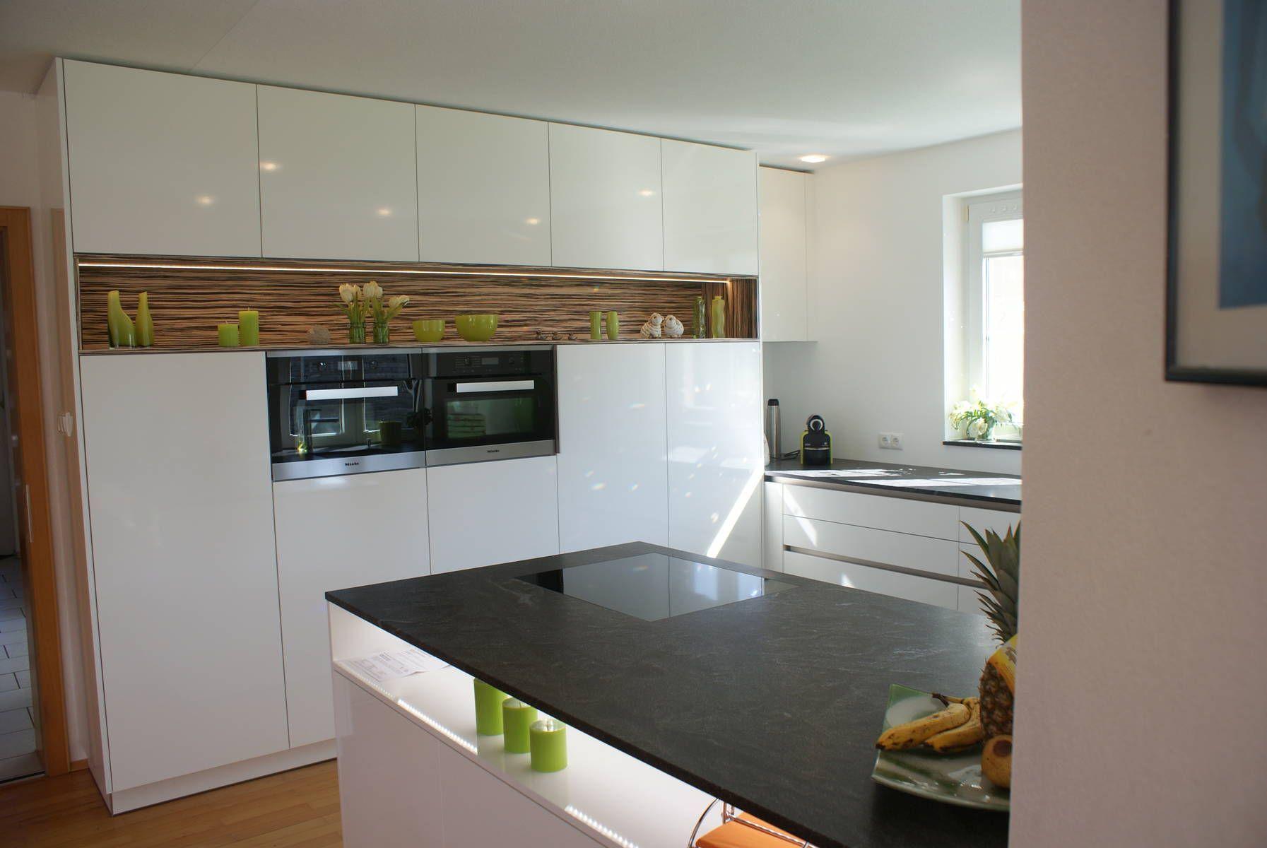 Küche in Hochglanz-Optik, glänzenden Fronten, Küchenfronten, Design ...