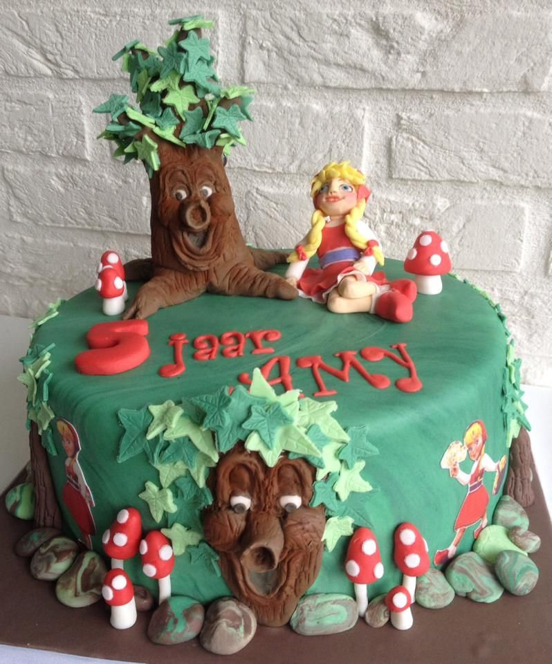 taart veenendaal Angelique van Veenendaal maakte deze schitterende Sprookjesboom  taart veenendaal