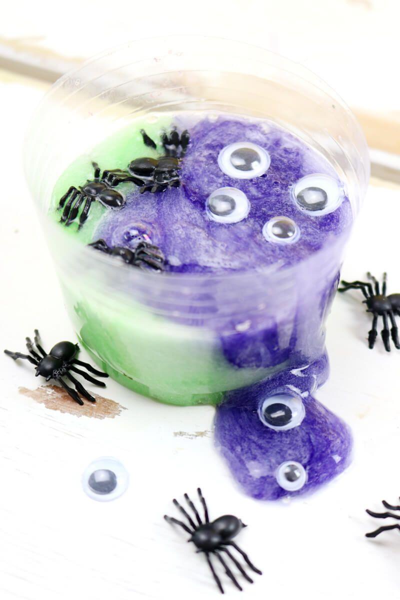 diy slime selber machen 2 einfache anleitungen f r halloween slime selber machen tisch. Black Bedroom Furniture Sets. Home Design Ideas
