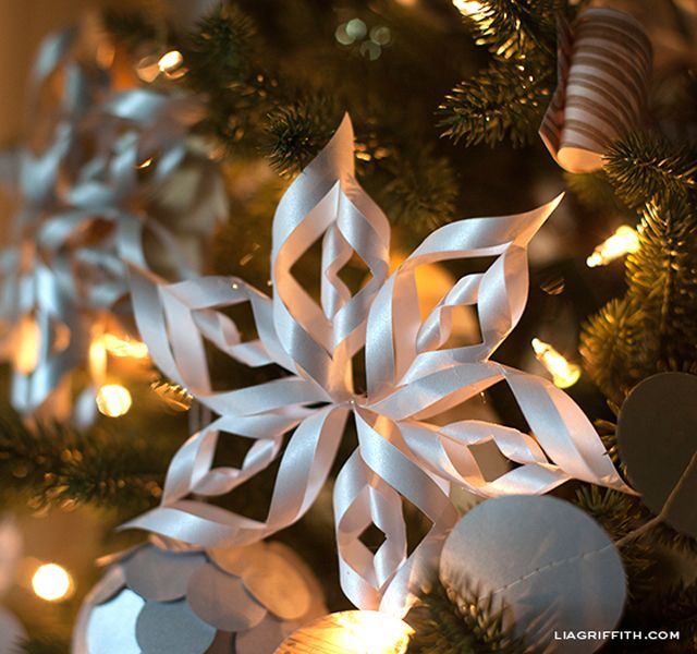 Create Breathtaking Paper Snowflakes With These Free Templates: 3-D Paper Snowflake Templates from Lia Griffith