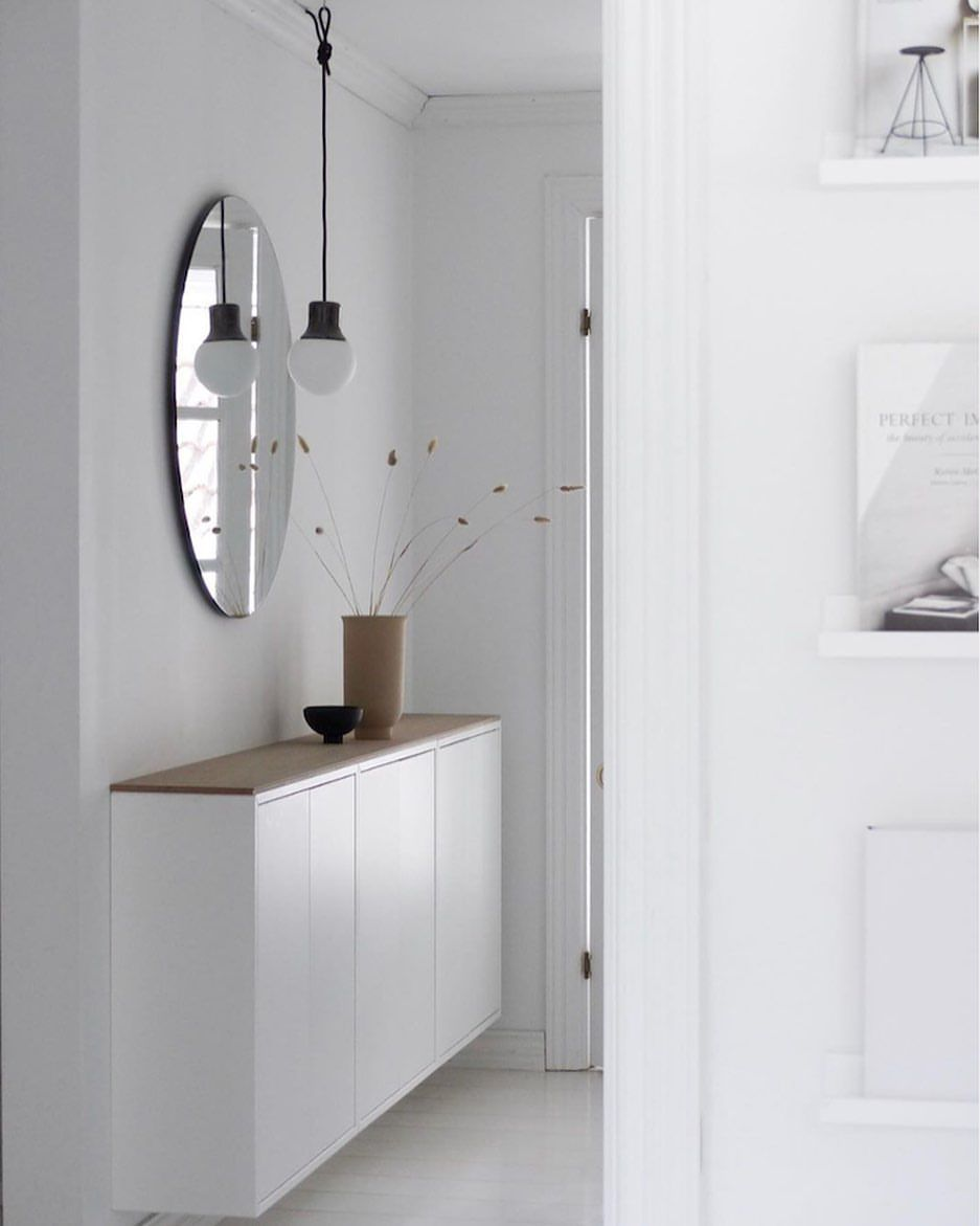 My Scandinavian Home Su Instagram Love An Ikea Hack This Genius Storage In The Norwegian Hallway Of Line Hamre Has Been Fashioned Out In 2020 Eket Ikea Eket Ikea