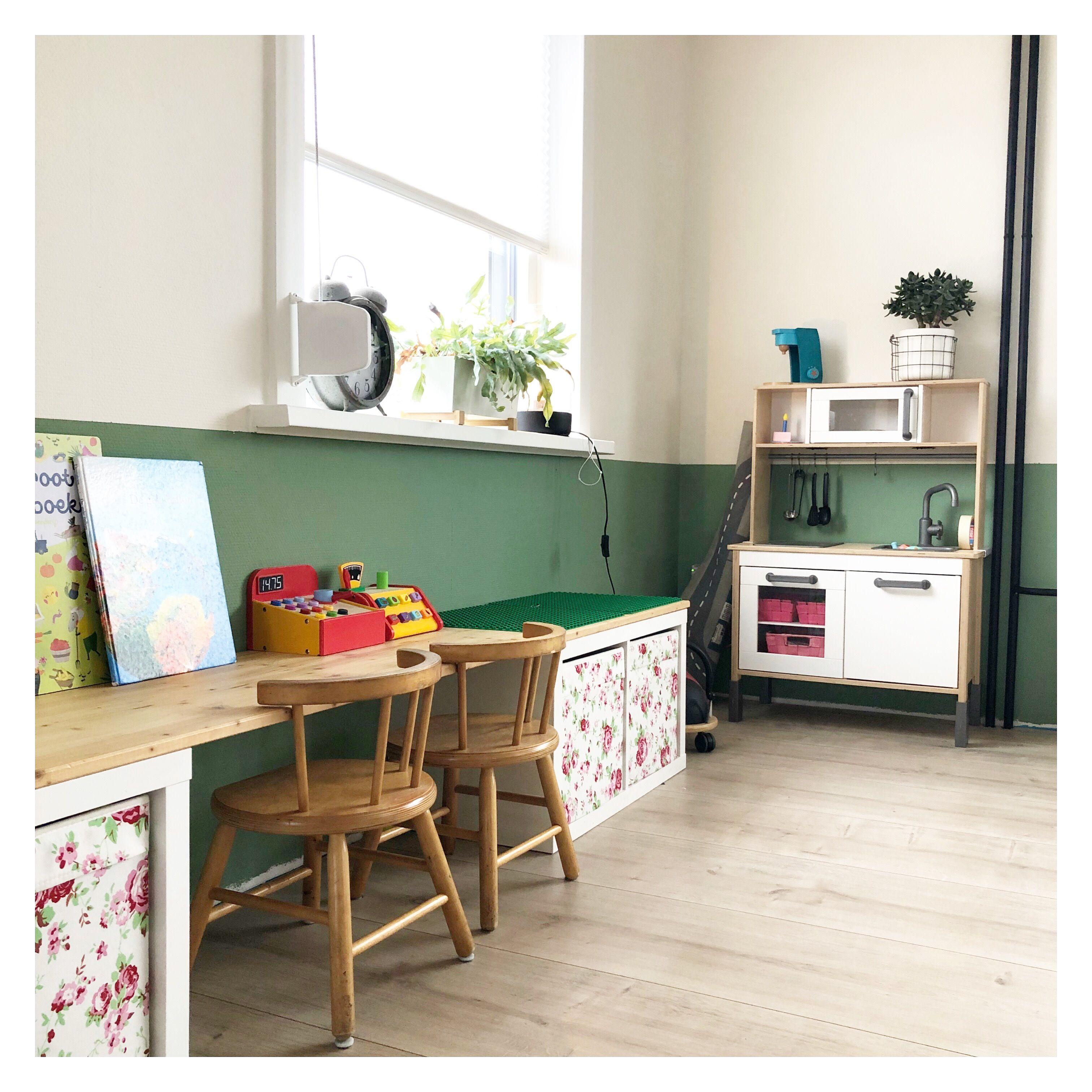 Speelhoek, lambrisering, diy, groene muur, Ikea hack