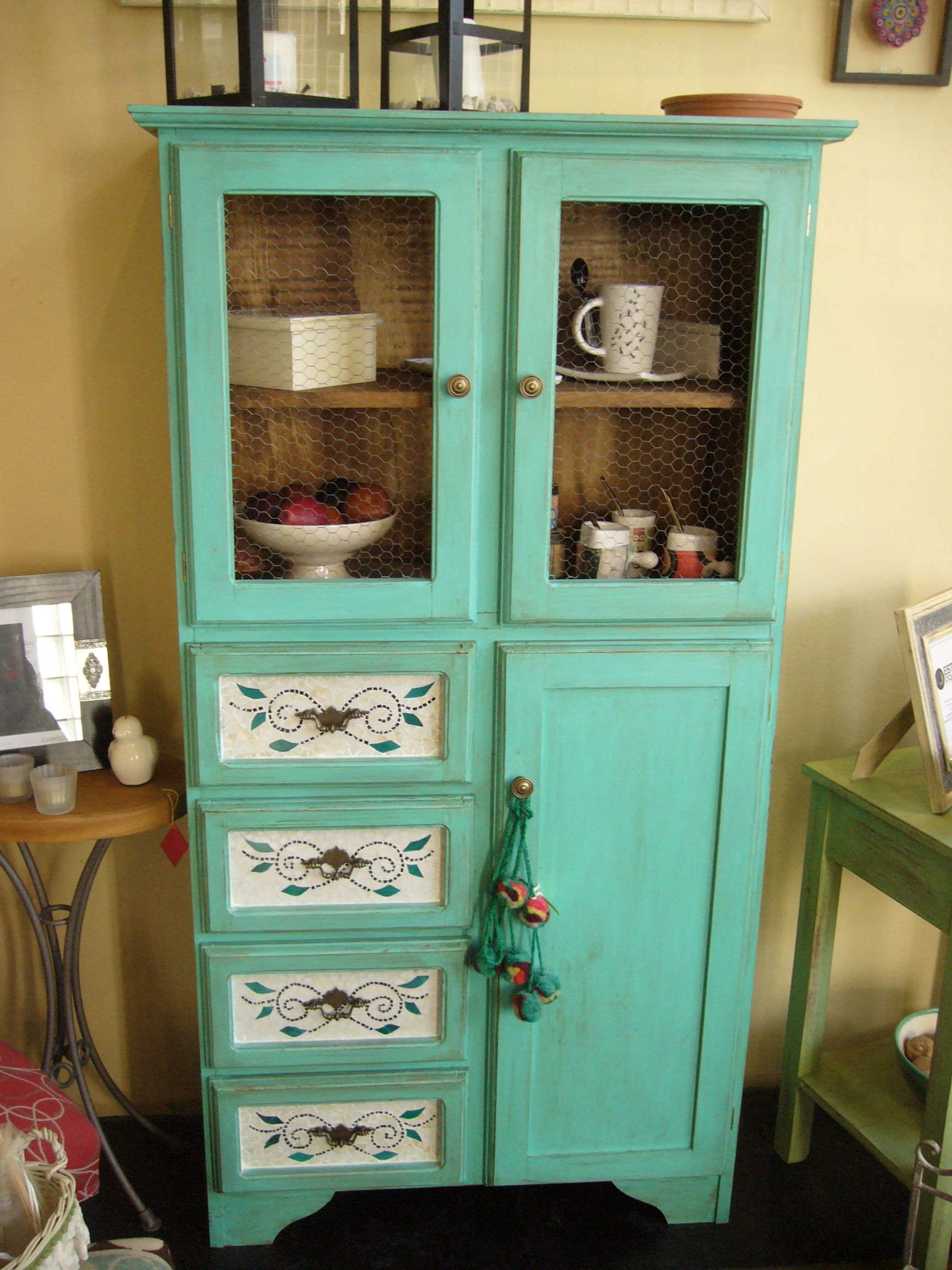 Mueble en madera maciza pintado y con terminaci n en - Muebles de cocina retro ...