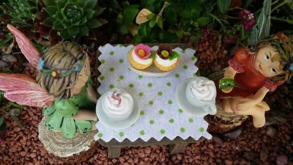 Fairy garden mocha coffee set with flower cupcakes Alice in Wonderland garden miniature te Fairy garden mocha coffee set with flower cupcakes Alice in Wonderland garden m...