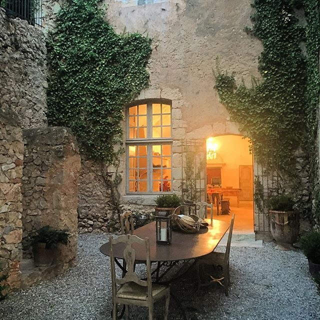 Inexpensive Gardens: What A Setting. Casual Stones Used For Patio So A Rather