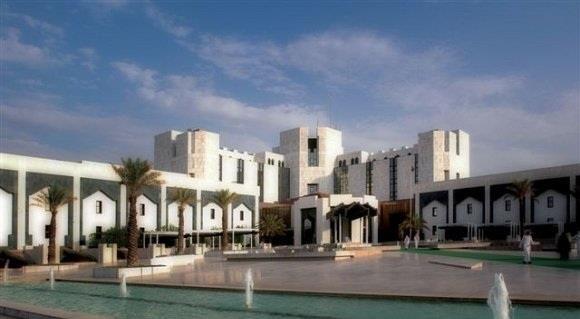 مستشفى الملك خالد التخصصي للعيون تعلن عن وظائف إدارية وطبية وفنية شاغرة للرجال والنساء السعوديين فقط House Styles Mansions New York Skyline