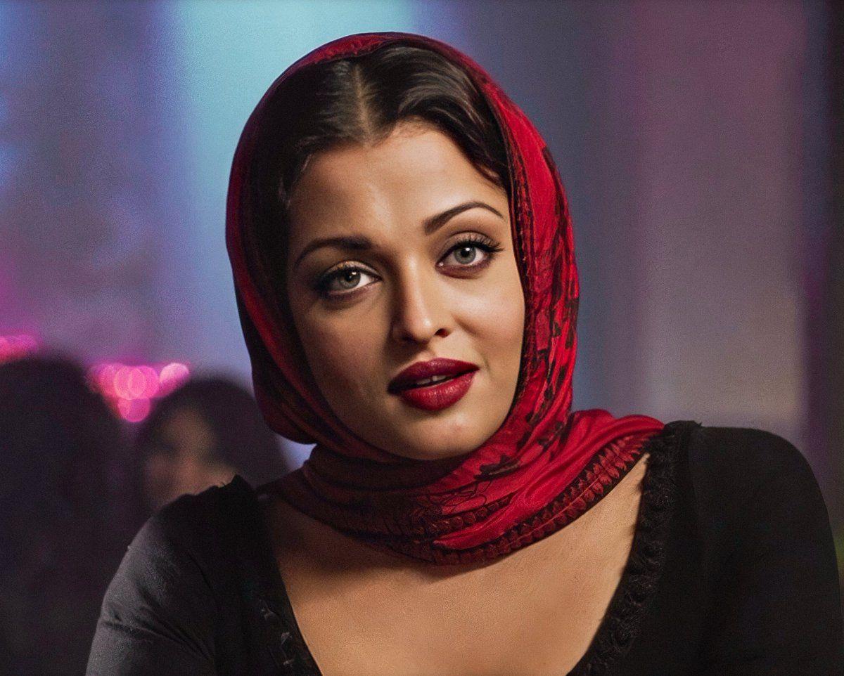 Pin By Manokimia On Aishwarya Rai Bachchan The Bollywood Beauty Aishwarya Rai Bachchan Aishwarya Rai Beauty