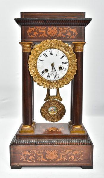 8c8ba87a0f8 Antigo relógio de mesa francês império. Mostrador em po..