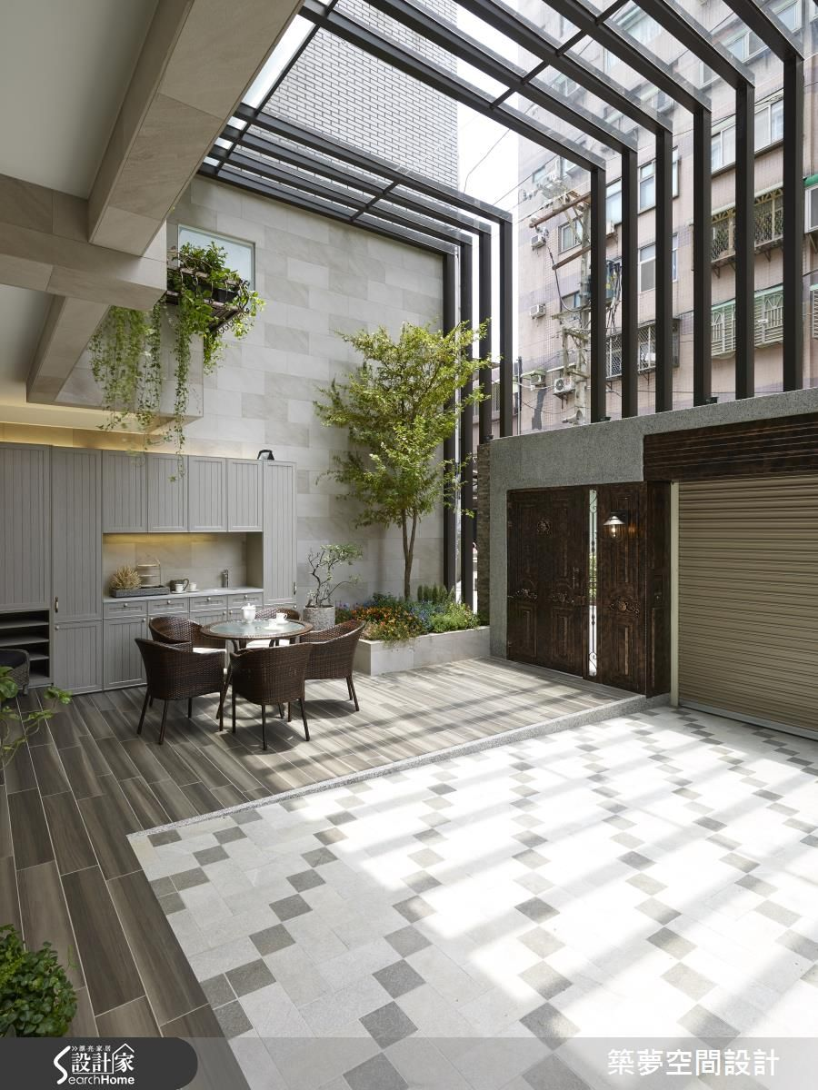 Enclosed courtyard architecture pinterest for Homes with enclosed courtyards