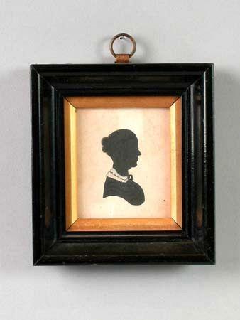 Victorian silhouette an elderly lady, facing left 7 x 6 cm