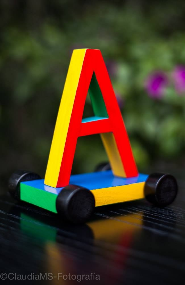 La letra A con ruedas.