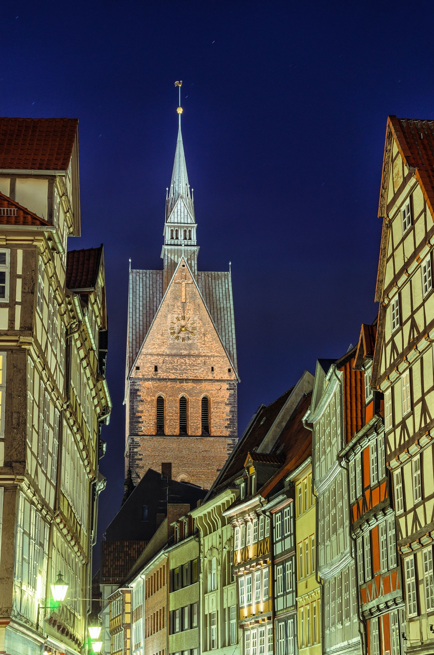 Marketplace Church (Marktkirche) and old halftimbered
